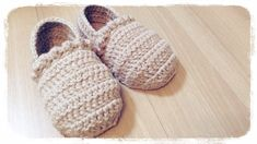 【かぎ針編み】 How to crochet a slippers ルームシューズの編み方 by meetang Crochet Slipper Boots, Knitted Booties, Crochet Shoes, Crochet Slippers, Crochet Clothes, All Free Crochet, Crochet Bebe, Crochet For Kids, Single Crochet