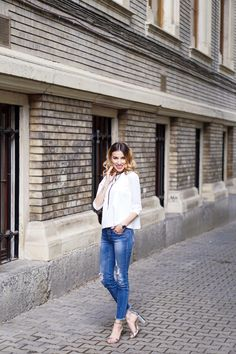 White minimal blouse -> www.soigne.ro