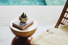 Fur throw at a beach house Meditation Scripts, Free Guided Meditation, Best Coffee Table Books, Cool Coffee Tables, Feng Shui, Dyi, White Wash Walls, Summer Reading Lists, Apps