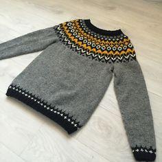 Ravelry: Trixcanfix's Riddari Fair Isle Knitting, Hand Knitting, Knitting Patterns, Hand Knitted Sweaters, Cozy Sweaters, Knit Crochet, Pandora, Men Sweater, Wool