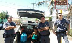Mulheres são presas em Itatinga depois de furtar botijão de gás - Policiais Militares de Itatinga prenderam na manhã desta quinta-feira, 15, duas mulheres em flagrante pela prática de furto. O caso teve início, quando a base policial da cidade foi avisada de um furto ocorrido em uma residência na área central. Durante patrulhamento, os PMs localizaram duas mulh - http://acontecebotucatu.com.br/policia/mulheres-sao-presas-em-itatinga-depois-de-furtar-botijao-de-gas/