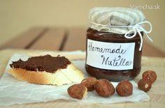 Keďže doma sme všetci závislí na Nutelle, tak som sa rozhodla urobiť domácu, je naozaj lepšia ako kupovaná, chuťou čokoládovejšia a nie taká sladka, dokonca aj lacnejšia... proste skvelá :)
