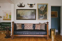 WELCOME TO HOMESTEAD 07   Chesterfields / Bull Horns / Kilim Pillows