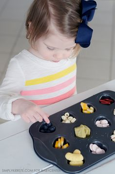 Love this idea for kids -use muffin tins to make snack time fun and healthy! Healthy Toddler Snacks, Healthy Meals For Kids, Super Healthy Kids, Fun Snacks For Kids, Toddler Recipes, Toddler Food, Toddler Meals, Eat Healthy, Kids Meals