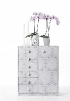Simple and easy way to put a little colour into your interior ©Anthura #phalaenopsis #TheHaque #white #purple