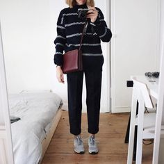 «Having one of those afternoons where I've got so much to do but can't be bothered to do a single thing. This insanely comfortable navy combo from…»