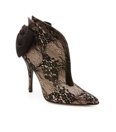 PLUNGE - Wow What a hot shoe! - I see the Old Wild West, those old long dresses getting in the old Stage Coach drawn by horses.