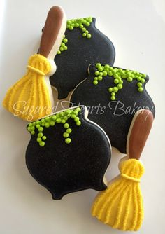 Sparkly Witch Halloween Cookies by SugaredHeartsBakery on Etsy ~ Adorable! Halloween Desserts, Postres Halloween, Halloween Sugar Cookies, Halloween Goodies, Halloween Food For Party, Halloween Decorations, Halloween Halloween, Halloween Costumes, Halloween Biscuits