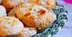 Almond Cookies-Ergolavoi, Εργολάβοι, Εργολάβοι - Αμυγδαλωτά, Μακαρόν, Αμυγδαλωτά, Συνταγές για Εργολάβους Greek Sweets, Greek Desserts, Greek Recipes, Greek Cookies, Almond Cookies, Coconut Macaroons, Kitchen Stories, Biscuit Cookies, Sweet And Salty