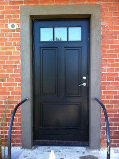 Bilderesultat for ascot ytterdør Exterior Doors, Interior And Exterior, Front Entry, Front Doors, 1920s House, Front Door Colors, Window Wall, Tall Cabinet Storage, My House