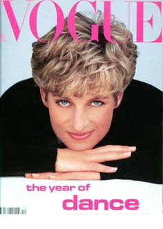 Princess Diana: The late Princess of Wales was photographed for the front cover of Vogue by one of the world's most coveted fashion photographers, Patrick Demarchelier, in December 1991 Princess Diana Hair, Princess Diana Fashion, Princess Of Wales, Princess Anne, Vogue Covers, Vogue Magazine Covers, Camilla Parker Bowles, Patrick Demarchelier, Lady Diana Spencer