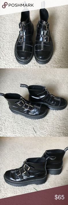 Black creepers shoes sim to Dr. Martens Aggy Strap These cute shoes are a kawaii goth staple! They're similar to Doc Martens Aggy Strap and look great with black tights and your most amazing outfit. Own the streets in these epic stompers. 🔮✌🏻 Make me an offer! What do you have to lose? Buy 3 get an offer from me! 🖤👌🏻 Dr. Martens Shoes