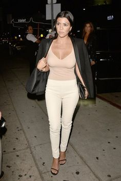 Kourtney Kardashian Photos - Kourtney Kardashian Enjoys a Night Out in Los Angeles - Zimbio