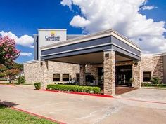 Plano (TX) Comfort Inn United States, North America Comfort Inn is conveniently located in the popular Plano area. The property features a wide range of facilities to make your stay a pleasant experience. Service-minded staff will welcome and guide you at the Comfort Inn. Guestrooms are designed to provide an optimal level of comfort with welcoming decor and some offering convenient amenities like air conditioning, alarm clock, television. The hotel offers various recreational...