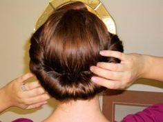 Vintage hair roll: make your own roll and how to use it.