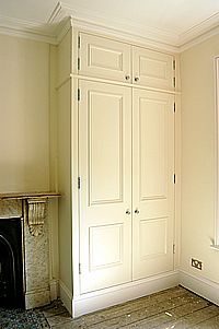 Another well-designed fitted wardrobe – it looks so elegant with the marble chimneypiece and unfinished floorboards. Alcove Wardrobe, Bedroom Wardrobe, Built In Wardrobe, Master Bedroom, Style At Home, Alcove Storage, Armoire, Built In Furniture, Fitted Wardrobes