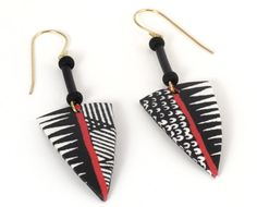Arrowhead Earrings with Black and White African Pattern Sharon MacLeod Fimo Clay, Polymer Clay Projects, Polymer Clay Creations, Polymer Clay Earrings, African Earrings, African Jewelry, Aztec Earrings, Black And White Earrings, Metal Clay Jewelry