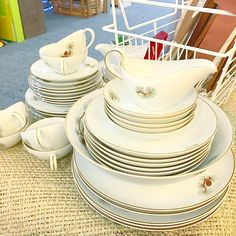 How amazing is this mid century vintage china set made in Japan and featuring a very #pnw themed decoration!  $85 in booth @curiositiesvintage