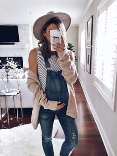 Cardigan (comes in grey also) // Madewell Overalls similar here and maternity ve. - Cardigan (comes in grey also) // Madewell Overalls similar here and maternity ve. Stylish Maternity, Maternity Wear, Stylish Pregnancy, Maternity Styles, Winter Maternity Fashion, Maternity Clothes Spring, Winter Pregnancy Outfits, Summer Maternity Outfits, Maternity Quotes