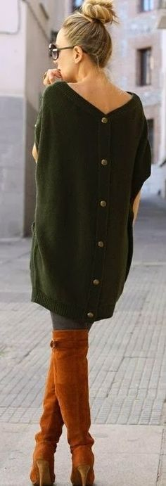 Dark Green Back Button Cardigan With Long Boots, Apple Models thinks that this is a perfect example of chic street style.