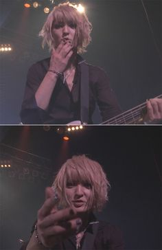 bass. Yo blows kiss to audience at home (GLORIA TOUR -GRAND FINALE- LIVE FILM in Zepp Tokyo)