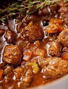 Így készül a tökéletes marhapörkölt - Recept | Femina Hungarian Cuisine, Hungarian Recipes, Hungarian Food, Dinner Tonight, Tofu, Curry, Favorite Recipes, Meals, Cooking
