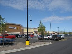 Two of retail's biggest names in this face off will show you which stock is the better choice. http://www.fool.com/investing/2016/09/21/better-buy-wal-mart-stores-inc-vs-home-depot.aspx