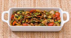 Iscas de carne com molho oriental e legumes