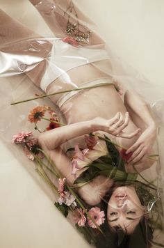 Floral bath portrait by Claire Delannoy Fashion Shoot, Editorial Fashion, Fashion Art, Editorial Photography, Portrait Photography, Fashion Photography, Portrait Inspiration, Photoshoot Inspiration, Instagram Inspiration