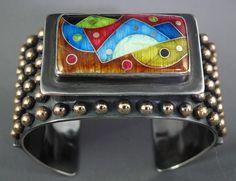 close_up_of_heavy_cloisonne_enamel_show_piece_bracelet