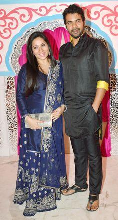 Shabbir Ahluwalia and Kanchi Kaul at Sachiin Joshi's Diwali bash. Randeep Hooda, Diwali Party, Kumkum Bhagya, Hot Couples, Collar Blouse, Latest Pics, Bollywood Fashion, Desi, Saree