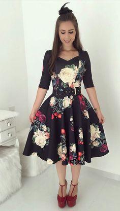 Trend Fashion, Womens Fashion, Pretty Dresses, Dresses For Work, Dress Outfits, Fashion Dresses, Modest Summer Outfits, Batik Dress, Maxi Dress With Sleeves