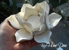 Wonderful Screen air dry Clay flowers Concepts Air-dry Clay Ornaments: 5 Steps (with Pictures) Polymer Clay Crafts, Diy Clay, Air Dry Clay Crafts, Diy Air Dry Clay, Air Dried Clay Projects, Homemade Clay, Wood Crafts, Ceramic Flowers, Clay Flowers