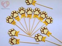 Topper pata de leão no tema safári, confeccionada em papel color plus 180gr. Ideal para docinhos, cupcakes, decoração, etc.