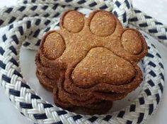 Peanutbutter dog treats, dog cookies, with recipe! Homemade Dog Treats, Pet Treats, Teddy Beer, Diy Dog Toys, Dog Games, Dog Cookies, Puppy Party, Diy Stuffed Animals, Dog Food Recipes
