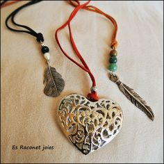 Collares varios. Some necklaces.