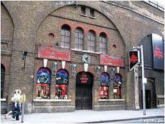 London dungeons door