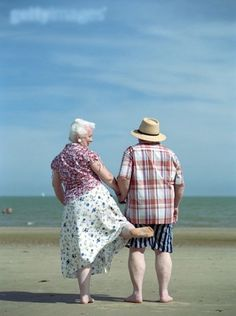 lasting love means maintaining your sense of humour and taking part in the lighter side of life. Take marriage tips from these guys and you won't go wrong. Vieux Couples, Old Couples, Cute Couples, Happy Couples, Elderly Couples, Mature Couples, Grow Old With Me, Unhappy Marriage, Godly Marriage