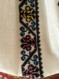Folk Embroidery, Elsa, Bohemian Rug, Diy And Crafts, Costumes, Traditional, Inspiration, Hug, Decor