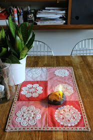 This Pin was discovered by nec Diy Crochet Doilies, Crochet Tablecloth, Doily Art, Table Runner Pattern, Vintage Handkerchiefs, Quilted Table Runners, Sewing Art, Patch Quilt, Vintage Crafts