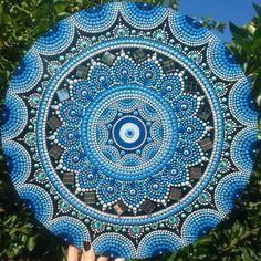 A encomenda de hoje veio diretamente da Austrália e combinou muito bem com esse céu maravilhoso que temos aqui 😍💙🌎 Para encomendas e mais… Mandala Art Lesson, Mandala Drawing, Mandala Painting, Mandala Pattern, Mandala Design, Art Zen, Round Canvas, Mandala Canvas, Mandala Stencils