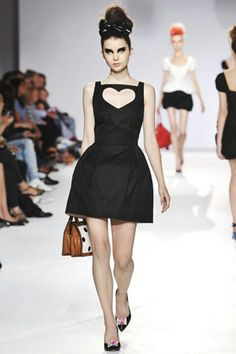 ec746c8a5a Cutout heart dress London Divat, Kifutó, Kislányok, Outfit, Fekete, Haute  Couture