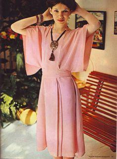 Простое и стильное платье (ретро-выкройка)
