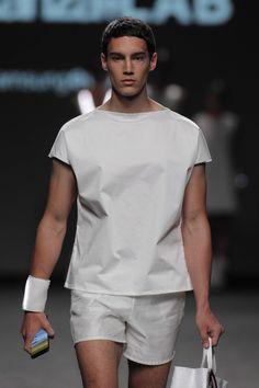 CONSTANZALAB lleva la moda al futuro con su colección de primavera presentada en Madrid