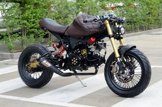 Honda Grom custom with leather tank cover Honda Grom Mods, Honda Grom Custom, Honda Motorcycles, Custom Motorcycles, Custom Bikes, Motorcycle Tank, Motorcycle Design, Grom Bike, Hell On Wheels