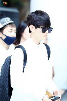 |EXO| Byun Baekhyun and Xiumin in the background