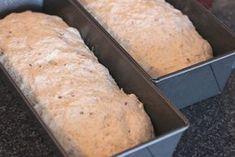Dette brødet ble kåret til Telemarks beste hjemmebakte brød (husmorbrød) i en konkurranse på NRK Telemark i 2004. Min fetter Luis har bakt dette brødet i en årrekke og jeg har til stadighet fått med et nybakt brød etter besøk hos han. Jeg liker brødet så godt og fikk trikset til meg oppskriften, så jeg […] Norwegian Cuisine, Norwegian Food, Norwegian Recipes, Freshly Baked, Baking Recipes, Baking Ideas, Bread Baking, Food Hacks, Nom Nom