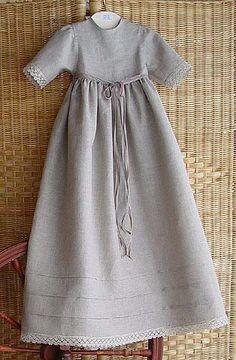 Dopklänning i oblekt lintyg.  Like the Victorian dress we bought