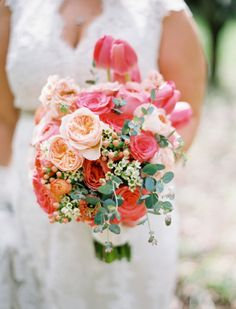 Tulip and peony bouquet: http://www.stylemepretty.com/2014/06/23/modern-garden-wedding-at-nestldown/ | Photography: Leo Patrone - http://leopatronephotography.blogspot.com/