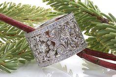 loove this unique wedding ring.